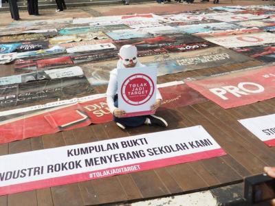 Mendesak Komitmen Pemerintah Melarang Iklan Rokok Melalui Revisi PP 109/2012